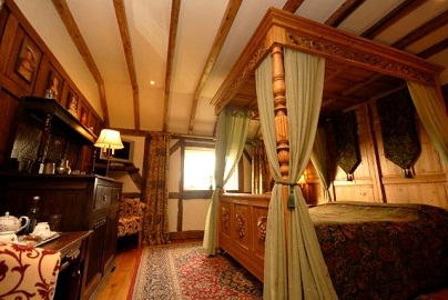 Wolds village luxury guest accommodation accommodation for Victorian tudor suite